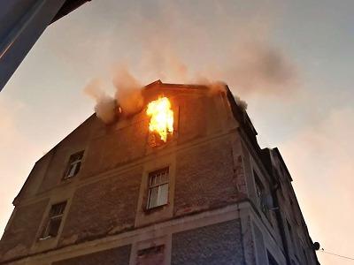 V Liberci hořel bytový dům, hasiči evakuovali 11 lidí