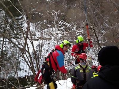 Hasiči zachraňovali chlapce spadlého na Riegrově stezce