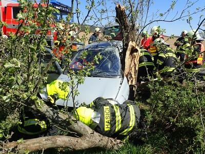 Hasiči vyprošťovali v Rovensku zaklíněného řidiče