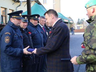 Hejtman Libereckého kraje udělil hasičům záslužné medaile IZS
