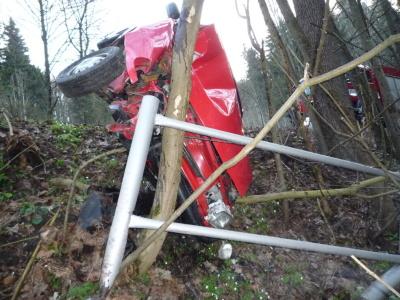 FOTO: Felicia skončila bokem na stromě