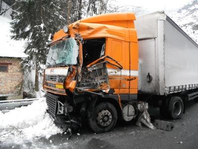 Kamiony zablokovaly silnici od Železného Brodu i v Plavech