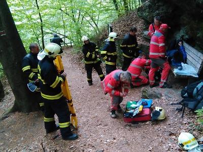 Semilští hasiči asistovali u transportu muže z Riegrovy stezky