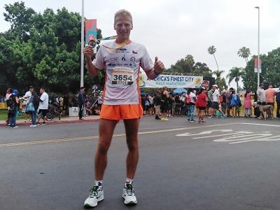 Liberecký hasič Radek Musil má medaili z půlmaratonu v San Diegu