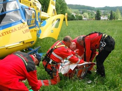Na Riegrově stezce spadla dívka ze srázu a utrpěla vážné poranění hlavy