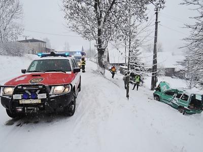 Sněžení zkomplikovalo dopravní situaci, větší nehoda v Roprachticích