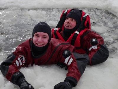 Turnovští hasiči zachraňovali svého velitele z ledu, šlo o cvičení