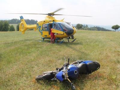 O víkendu havaroval v Rokytnici motorkář, další dva na Liberecku