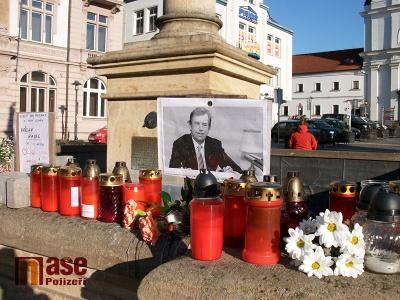 V Turnově i v Semilech lidé zapalovali svíčky za prezidenta Havla