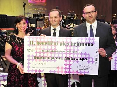 V rámci hejtmanského plesu se podařilo získat přes 700 tisíc korun