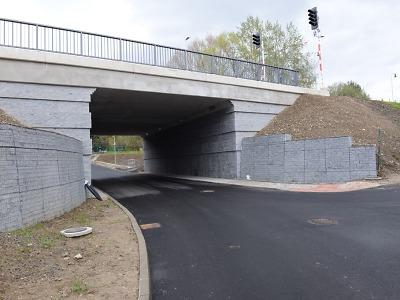 Stav krajských silnic a mostů se podle hejtmana daří zlepšovat