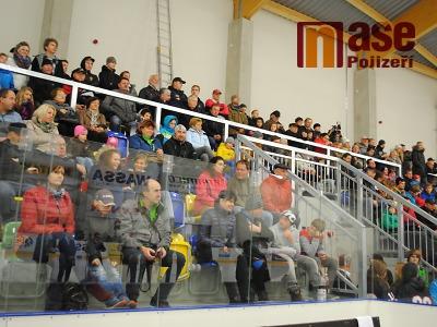 Hokejové derby v Turnově díky lepšímu začátku vyznělo pro Lomnici