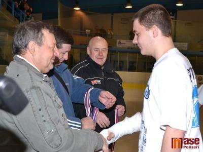 FOTO: Junioři HC Lomnice převzali stříbrné medaile