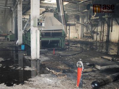 FOTO: V Semilech hořelo v areálu bývalé tkalcovny