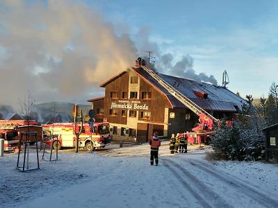 Hoří Jilemnická bouda na Horních Mísečkách