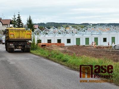 Obrazem: V srpnu a září výstavba areálu na Hraběnce opět pokročila