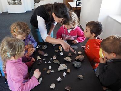 Děti jsou zvané na Hrátky s kameny do semilského muzea