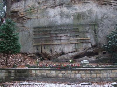 Horolezecký hřbitov v Českém ráji poškodili nenechaví zloději