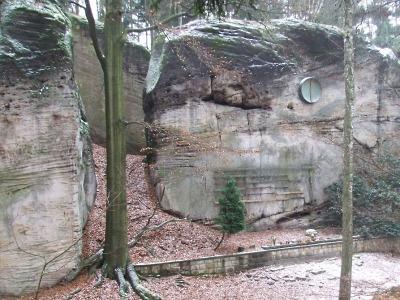 Policisté našli část desek ukradených z horolezeckého hřbitova
