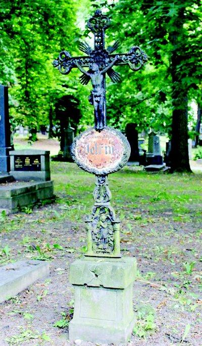 Město Semily adoptovalo hrob slavného rodáka F. A. Petřiny