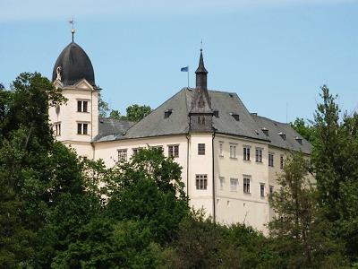 Nabídka hradů a zámků v květnu uspokojí rodiny s dětmi i romantiky
