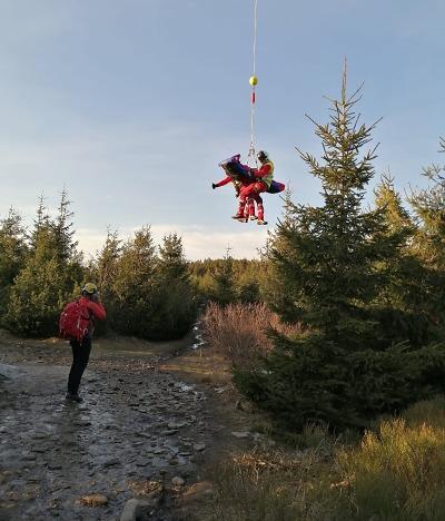 Horská služba zasahovala po pádu paraglidisty nedaleko Ještědu