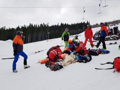 Lyžaři a záchranáři resuscitovali muže na sjezdovce v Peci pod Sněžkou