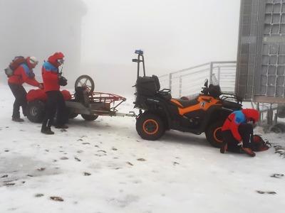 Dvojici v lehkém oblečení pod Sněžkou musela zachránit horská služba