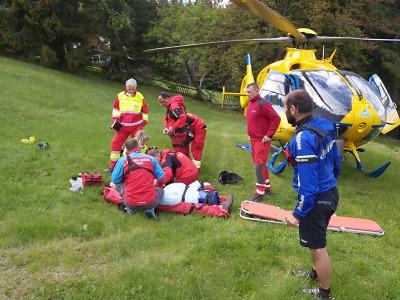 Zraněnou ženu zachraňovali v Krkonoších v náročném terénu