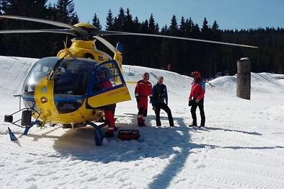 Těžce zraněného běžkaře z koryta Bílé Desné vyprostila horská služba