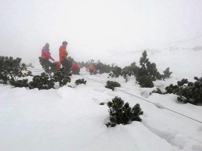 Při pátrací akci našli záchranáři z horské služby tři zbloudilé běžkaře