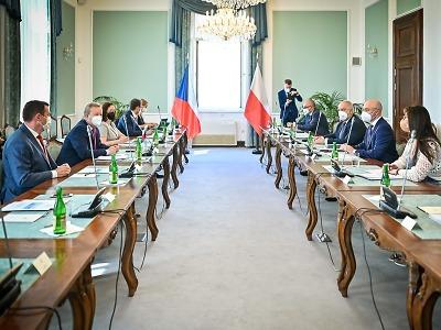 Turow: ministři a premiéři jsou vyzváni k dalšímu jednacímu stolu
