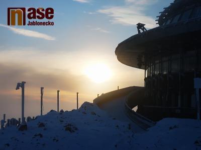 VIDEO: Výlet na Ještěd se západem slunce na začátku zimy 2020
