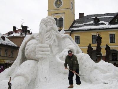 Náměstí v Jilemnici stráží po třech letech znovu socha Krakonoše