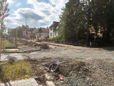 Kvůli podloží se protáhne oprava Žižkovy ulice v Jilemnici