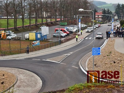 FOTO: Žižkovou ulicí v Jilemnici už řidiči projedou po novém povrchu