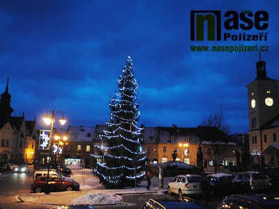 Náměstí v Pojizeří o víkendu opět rozzáří vánoční stromy