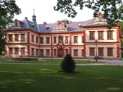 Jilemnický zámek: kdysi sídlo Harrachů, dnes sídlo Krkonošského muzea
