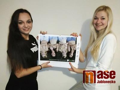 Dívky z Hamrsek nafotily podruhé kalendář, překvapil je velký zájem