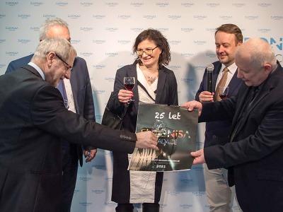 Vernisáž na kraji zahájila výstavu 25 let s Nadací Euronisa