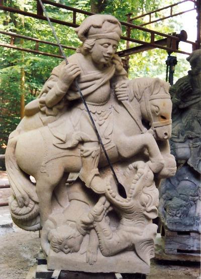 Mistr kamenosochař zvládne kašnu i kopii barokní sochy