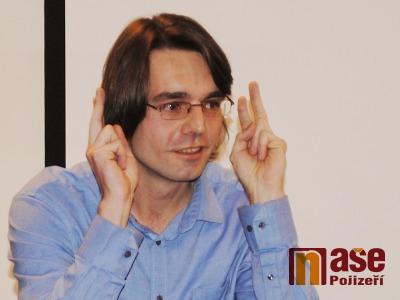 Tlumočník Karel Redlich: Znakový jazyk by měly znát už děti ve školkách