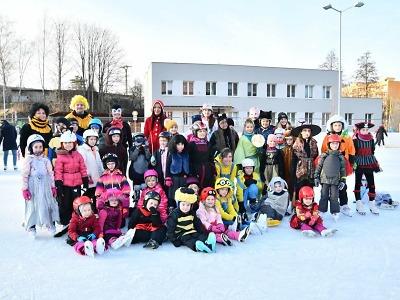 Na semilském kluzišti pořádali tradiční Maškarní karneval