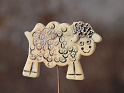 Od března v Café Terasy vystavují autorskou keramiku Mago