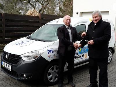 Domov důchodců vTurnově obdržel nový automobil