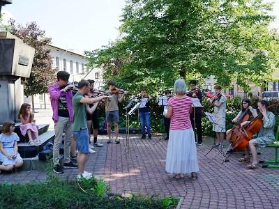 Jediný letošní koncert žáků ZUŠ Semily se konal pod širým nebem