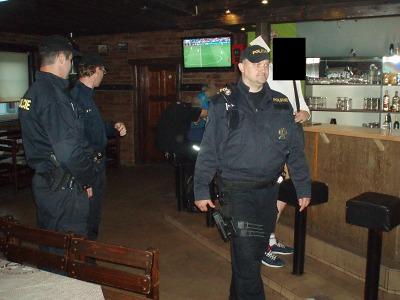 Policisté kontrolovali při akci HAD i turnovskou diskotéku