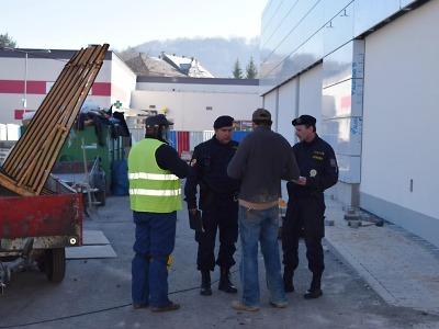 Policisté opět kontrolovali nelegální zaměstnávání a pobyt cizinců