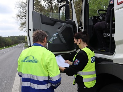 Policisté v kraji kontrolovali nákladní a autobusovou dopravu