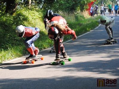 Downhilloví skateboardisté posviští opět z Kozákova víc než stovkou